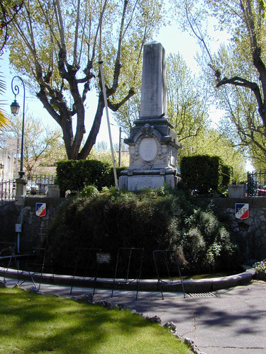 Fontaine du Monument aux Morts