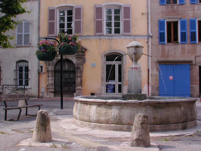Fontaine Place Saint Pierre